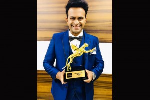Best Anchor - Chat Show on Web at the 'Alt BalajiIndian Wiki Media Digital awards 2018%u2019 on Republic TV.