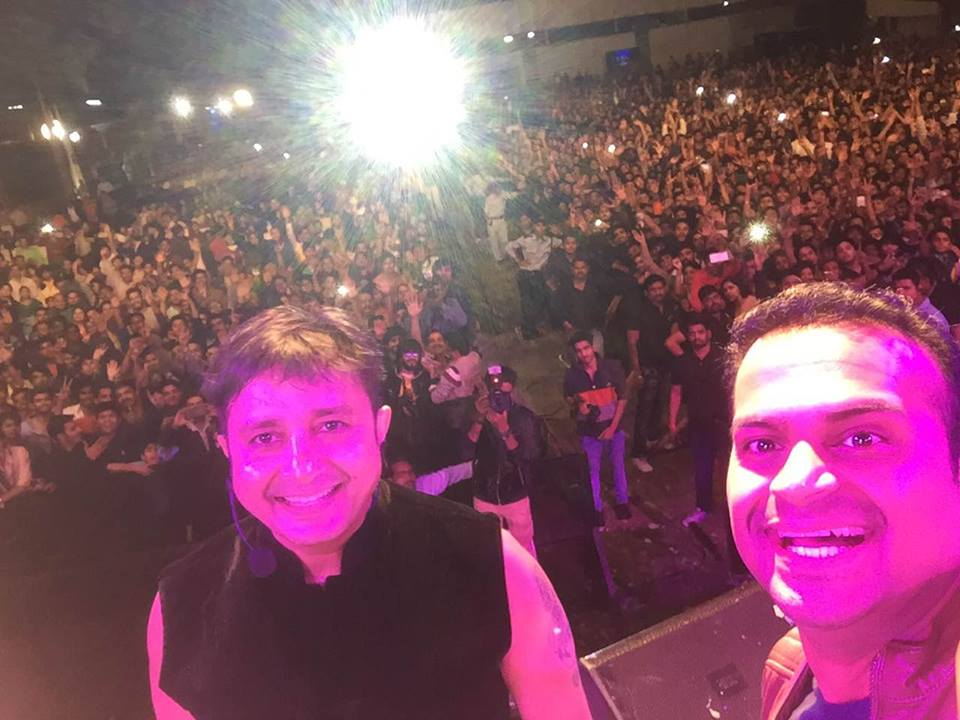Hosted Imperial Blue Superhit Nights in Nagpur with Sukhwinder Singh & an audience of 15,000 people! 1